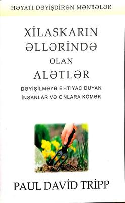 Xilaskarın Əllərində Olan Alətlər (Paperback)